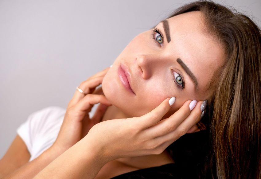 Contorno de ojos, cómo cuidarlo y a qué edad empezar